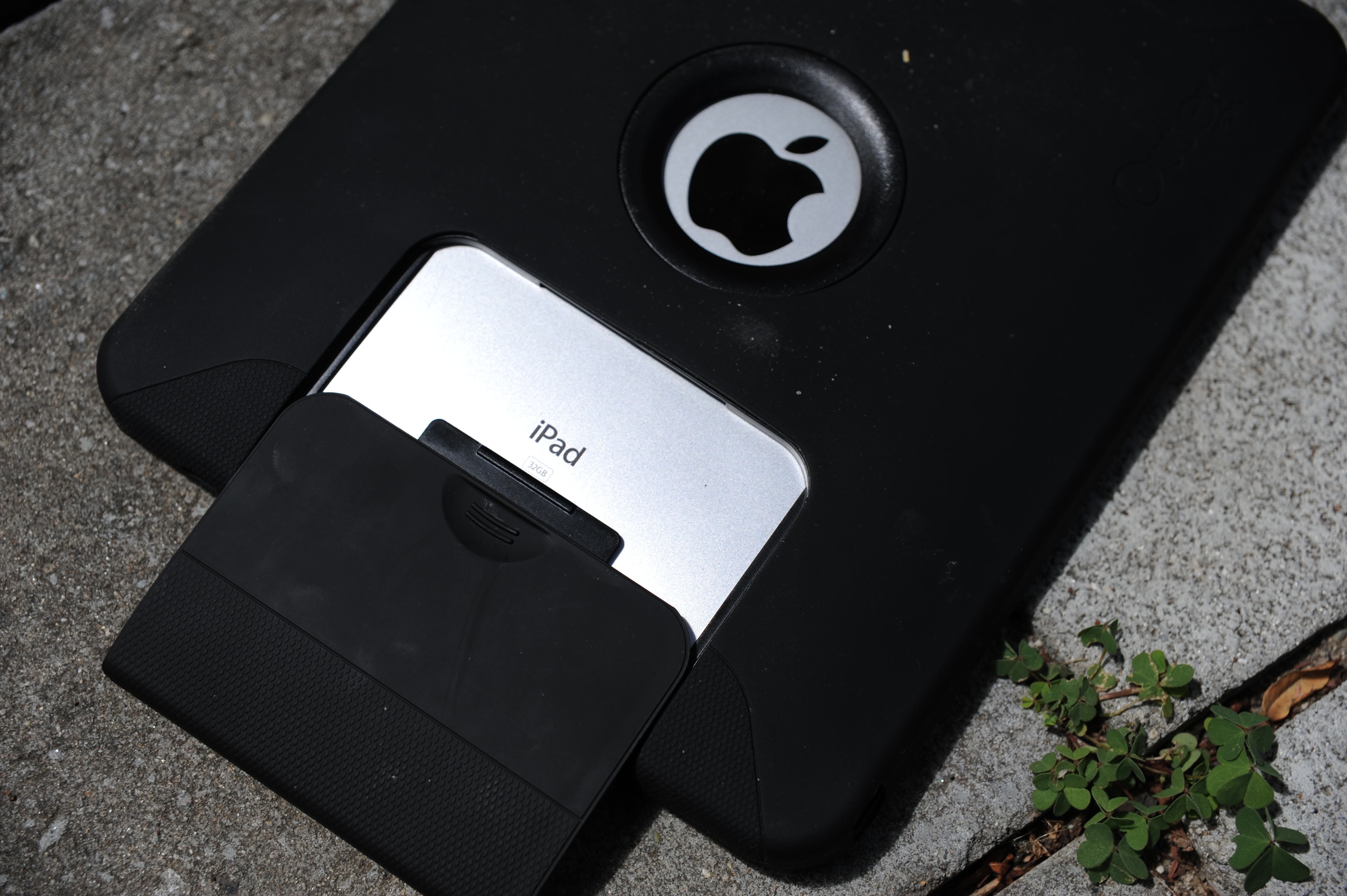 otter ipad case how to open