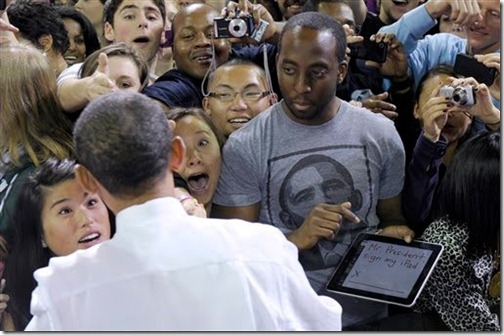Obama Signing iPad Photo