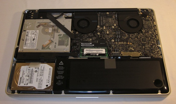 MacBook Pro Early 2011 - inside