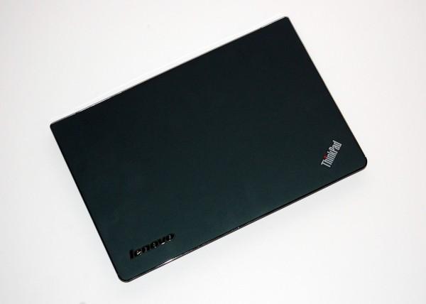 ThinkPad Edge E220s Review - Lid