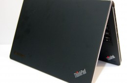 ThinkPad Edge E220s Review - Open