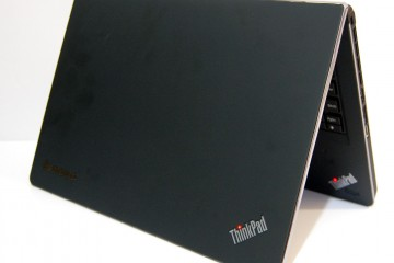 ThinkPad Edge E220s Review - Open