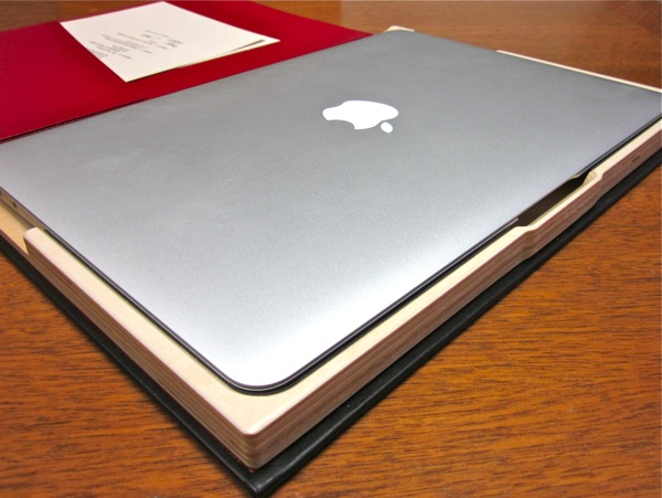 The Cartella for MacBook Air Open