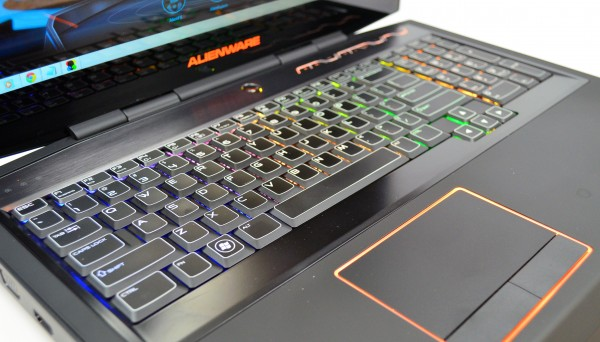 Alienware M17x keyboard with customizable lights