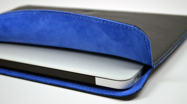 Lusso Cartella MacBook Air Sleeve Review - open with MBA