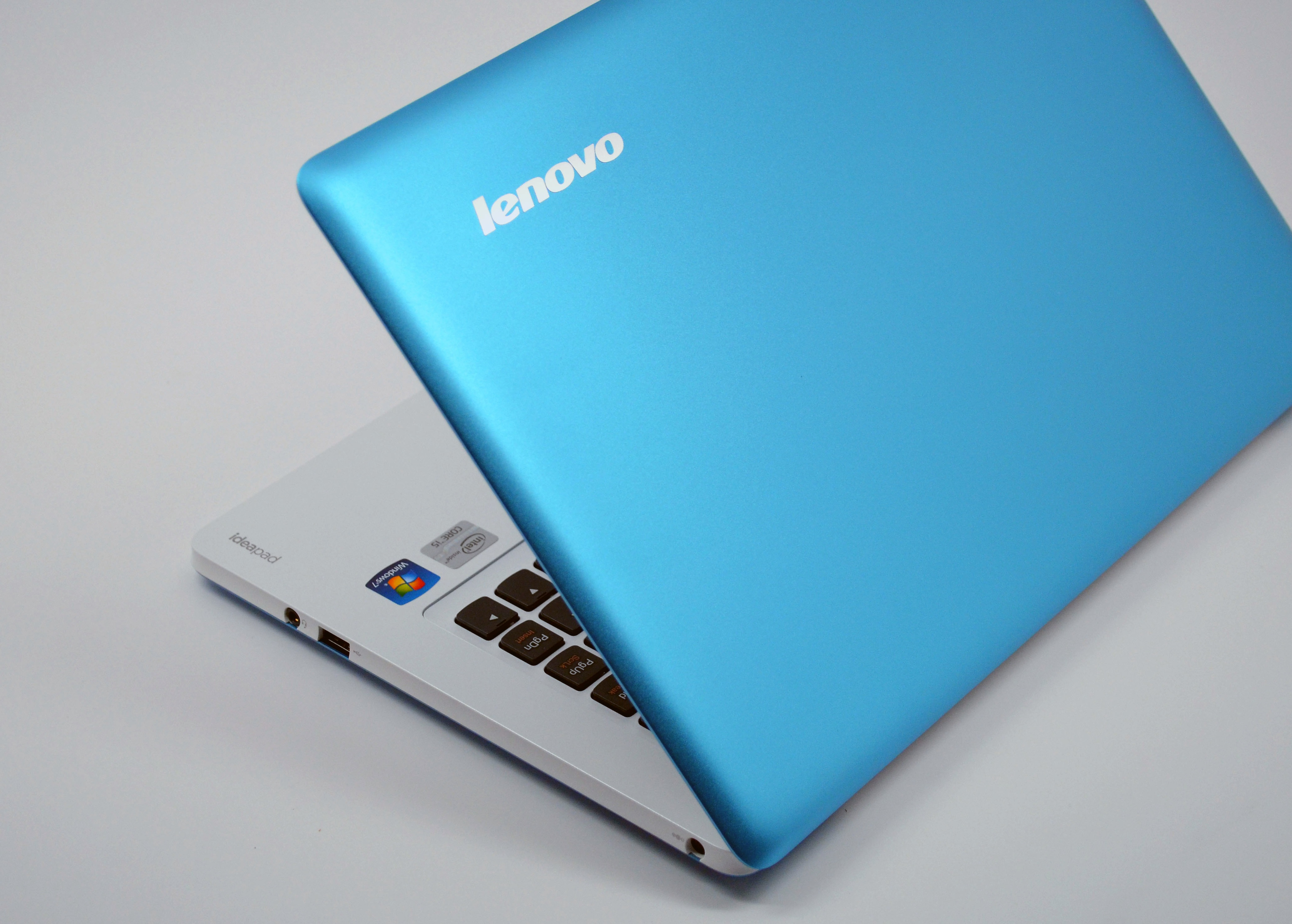 Lenovo U310 Review - angle