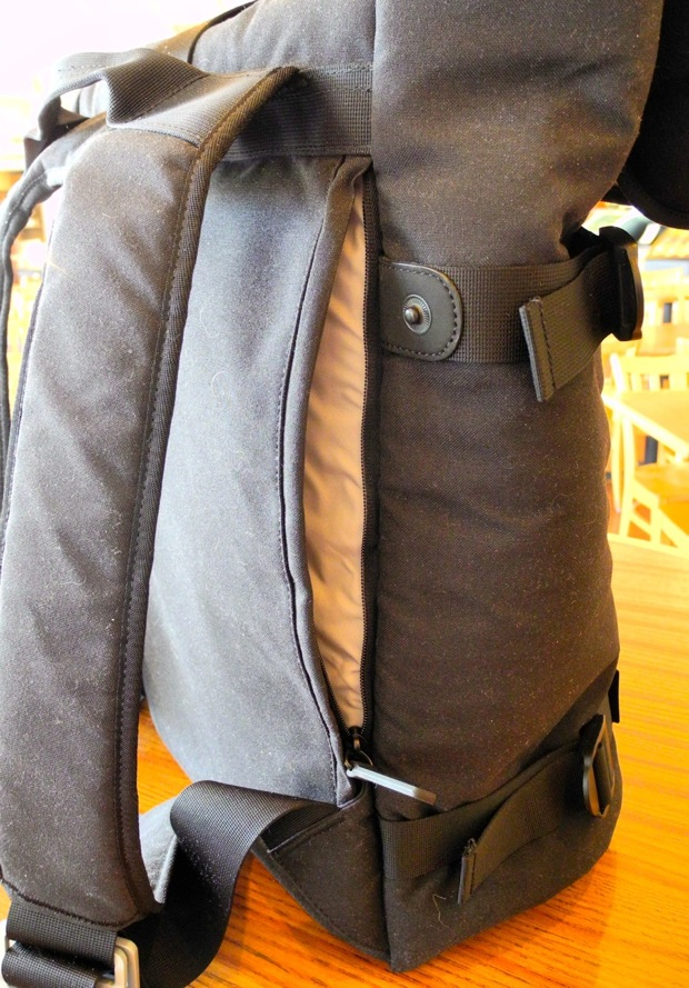 blueLounge backpack side pocket and straps