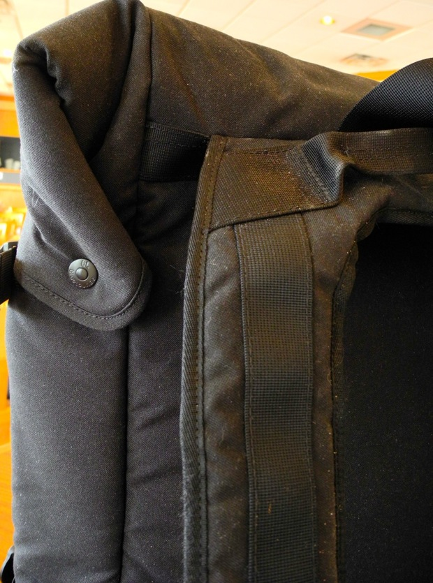 blueLounge backpack top flap snaps
