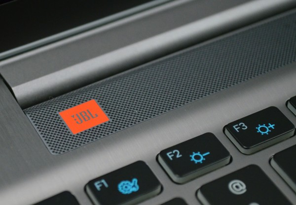 Samsung Series 7 Chronos 17.3 Review - JBL sound