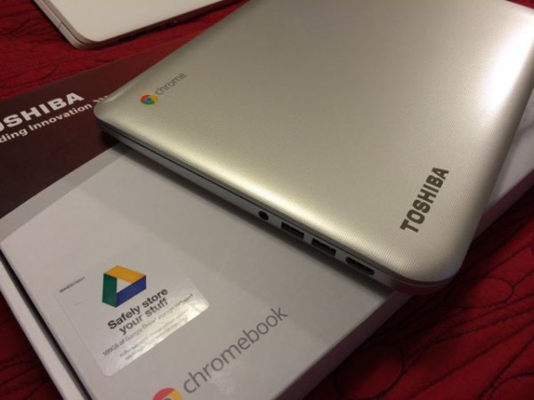 Toshiba Chromebook Unboxing side 1
