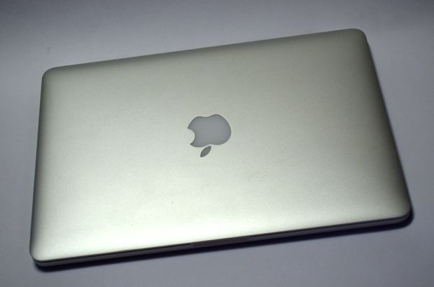 apple 13-inch macbook pro 2013 model top