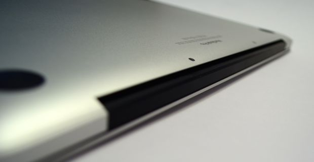 2013 13-inch macbook pro with retina display back vent