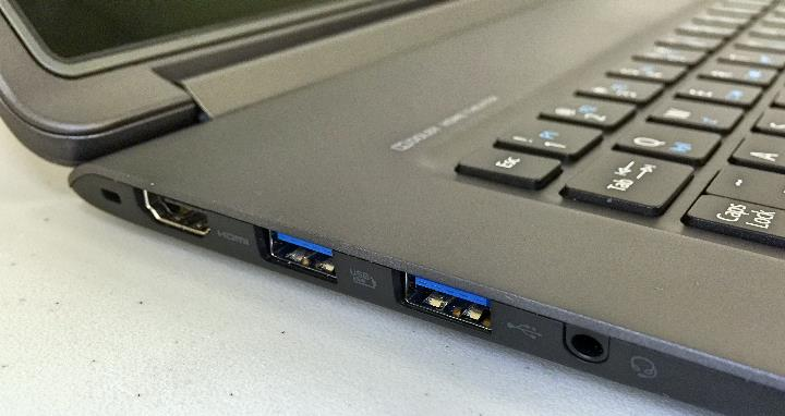 Acer Aspire R13 left side ports
