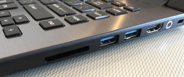 Toshiba Satellite E45W right side ports