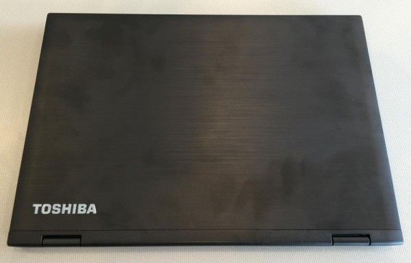 Toshiba Satellite E45W top